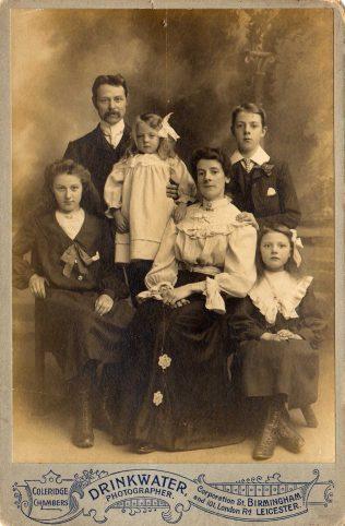 Jim and Rhoda, with children Alan, Ivy, Rene and Hilda c.1904