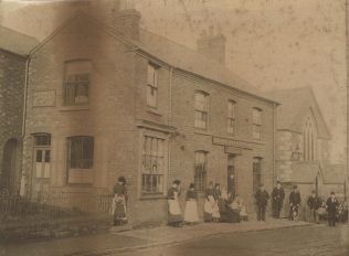 Curzon Street with the Waggon and Horses and the Primitive Methodist chapel in the background | Ibstock Historical Society; copyright remains with the original donor