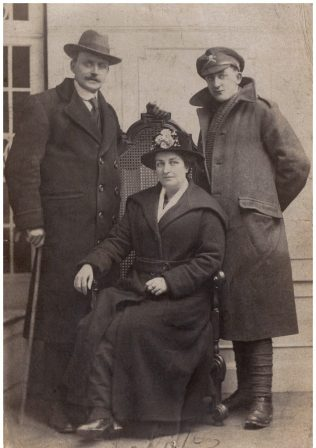 Rev John George Wilding, with his wife Beatrice and son Joe | Suzanne Scaife