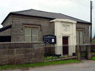 Stubwood Methodist Chapel and Sunday School, 2006 | Linda Bailey, https://www.geograph.org.uk/photo/161627