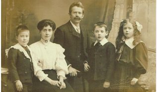 Rev & Mrs Pape, Marie, Leonard and Joseph, when at Cavendish Road, Leicester, c1905 | Englesea Brook 30g/01